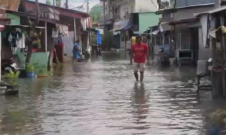 https: img.okezone.com content 2021 03 30 608 2386818 banjir-rob-rendam-ribuan-rumah-warga-di-medan-vjQaD4Rsel.jpg