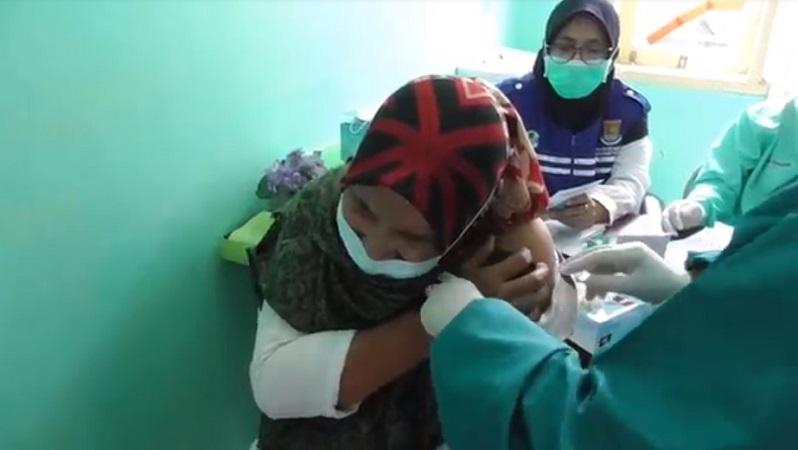 https: img.okezone.com content 2021 03 30 65 2386623 prioritas-utama-pemerintah-tuntaskan-vaksinasi-guru-secara-bertahap-irk9W9wEgE.jpg