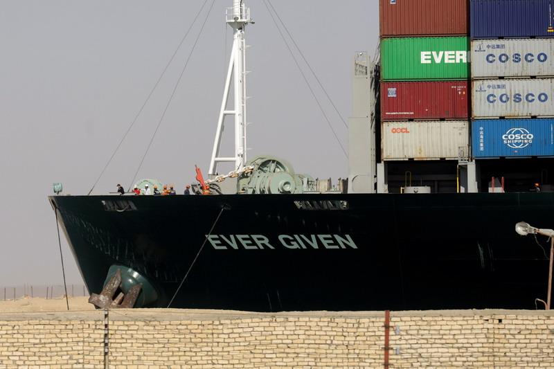 https: img.okezone.com content 2021 03 31 18 2387367 penyelidikan-terkait-penyumbatan-terusan-suez-oleh-kapal-kontainer-raksasa-dimulai-ux2ZXRLkxm.jpg