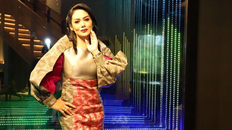 https: img.okezone.com content 2021 03 31 194 2387162 hadiri-arisan-lovely-krisdayanti-cantik-berbalut-dress-etnik-beraksen-tenun-b3oKvuBCMy.jpeg