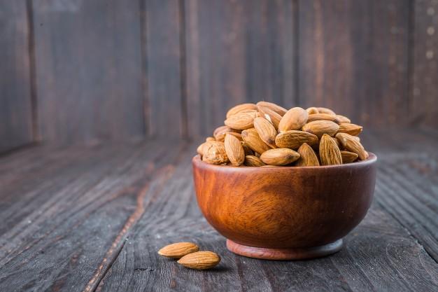 https: img.okezone.com content 2021 03 31 298 2387285 makan-almond-lebih-baik-dikupas-atau-tidak-xPs2AiIGte.jpg