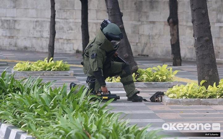 https: img.okezone.com content 2021 03 31 338 2386848 tas-mencurigakan-ditemukan-di-masjid-pondok-aren-ternyata-isinya-pakaian-kotor-JSNn48z7sF.jpg