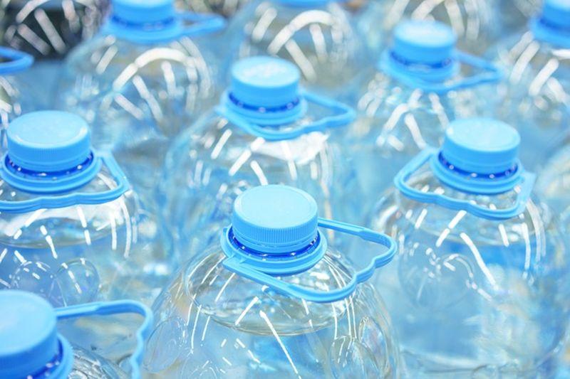https: img.okezone.com content 2021 03 31 612 2387381 solusi-paling-baik-untuk-limbah-plastik-hanya-daur-ulang-D28kEV2xfy.jpg