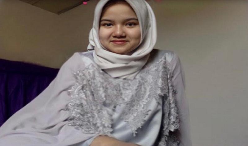 https: img.okezone.com content 2021 03 31 617 2387283 hijabers-muda-ini-masuk-unair-di-usia-15-tahun-kuncinya-belajar-dan-berdoa-6ykG0dqU2d.jpg