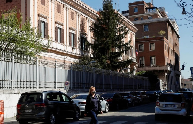 https: img.okezone.com content 2021 04 01 18 2387637 dituduh-lakukan-spionase-italia-usir-dua-diplomat-rusia-MRZleNoGcX.jpg