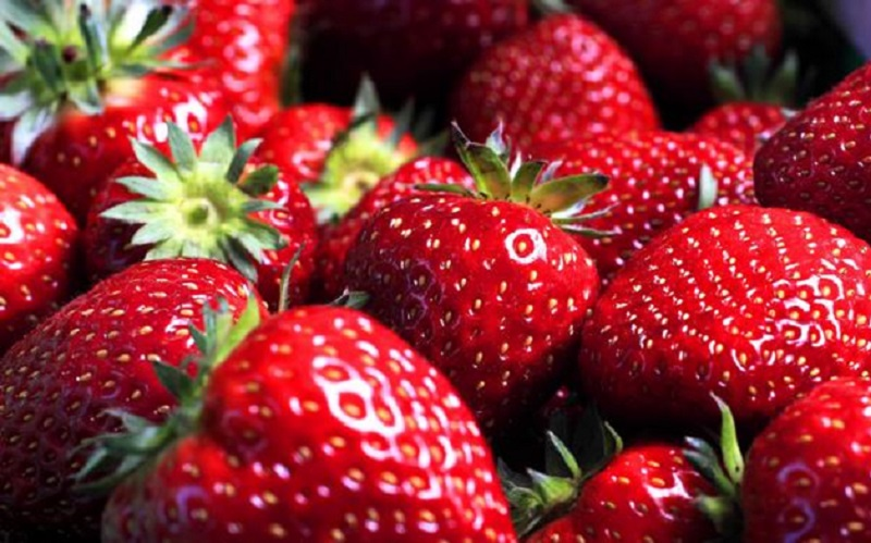 https: img.okezone.com content 2021 04 01 298 2388016 4-manfaat-buah-stroberi-bagi-kesehatan-sering-konsumsi-yuk-sJG6HzUO14.jpg