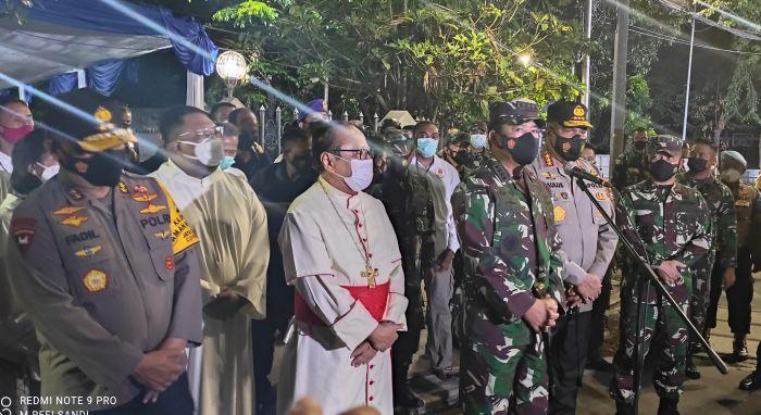 https: img.okezone.com content 2021 04 01 337 2388113 datangi-gereja-katedral-jakarta-panglima-tni-kami-berikan-rasa-aman-masyarakat-dalam-beribadah-qNJ2HXZwLb.jpg