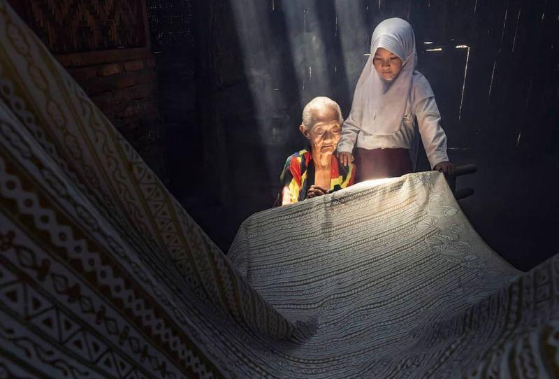 https: img.okezone.com content 2021 04 01 408 2387980 long-weekend-paskah-yuk-jalan-jalan-ke-kampung-batik-giriloyo-9TxEDsC0RT.jpg
