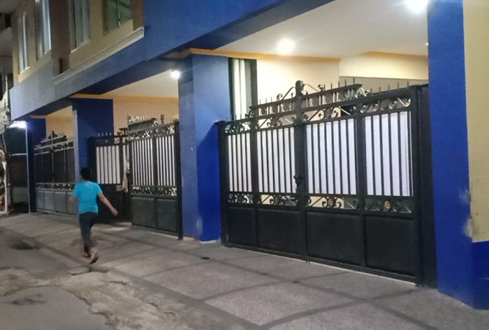 https: img.okezone.com content 2021 04 01 525 2388090 jadi-tersangka-korupsi-bansos-rumah-bupati-aa-umbara-di-lembang-sepi-p75YqsuKfz.jpg