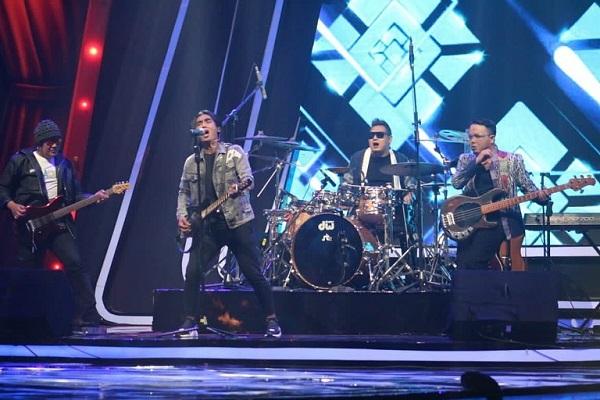 https: img.okezone.com content 2021 04 01 598 2387594 setia-band-dan-st-12-semarakkan-panggung-amazing-concert-gtv-0vseJlx6jg.jpg