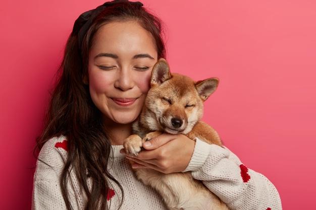 https: img.okezone.com content 2021 04 01 612 2387945 hewan-anjing-kerap-mengikuti-pemiliknya-ini-penyebabnya-eiLyDfOMlP.jpg