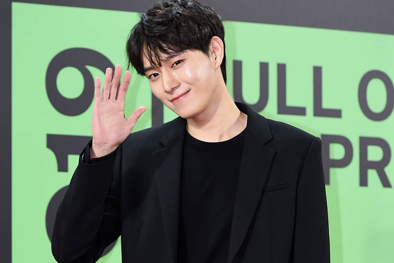 https: img.okezone.com content 2021 04 02 206 2388568 kim-young-dae-berpeluang-jadi-pacar-seo-hyun-jin-di-drama-why-oh-soo-jae-TTHCrgIQ80.jpg