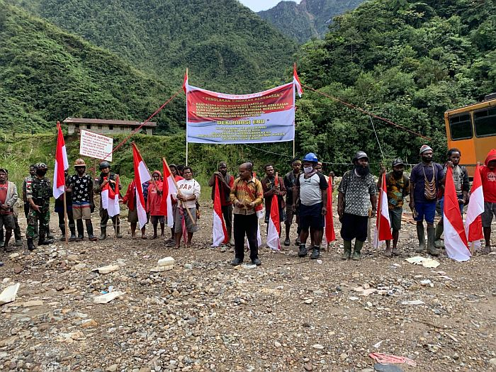https: img.okezone.com content 2021 04 02 340 2388479 warga-pegunungan-papua-deklarasi-tolak-kekerasan-yang-dilakukan-kkb-qa4n4hpaD5.jpg
