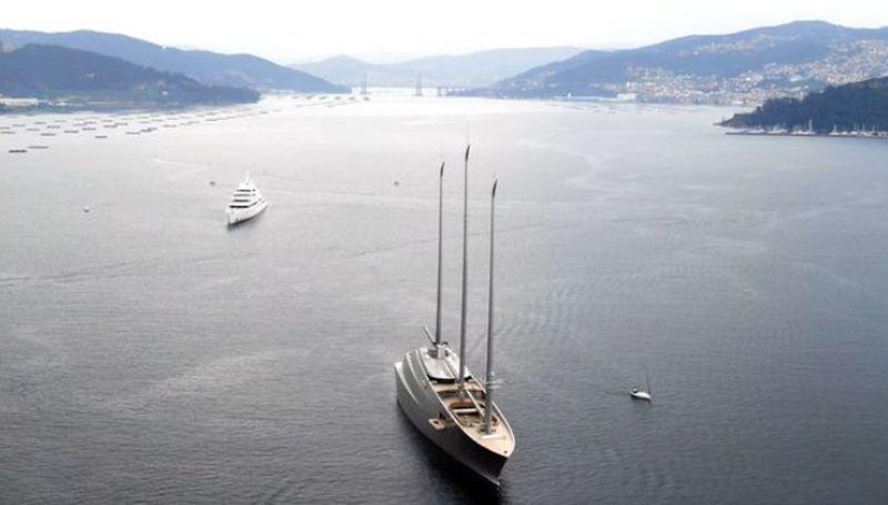 https: img.okezone.com content 2021 04 02 406 2388547 viral-yacht-rp7-2-triliun-ditabrak-perahu-satu-keluarga-panik-0QZYdvtElm.jpg