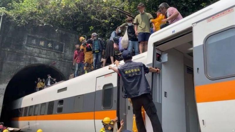 https: img.okezone.com content 2021 04 03 18 2388599 kecelakaan-kereta-di-taiwan-sedikitnya-48-orang-tewas-dVgwY1t9qo.jpg