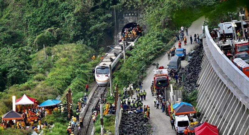 https: img.okezone.com content 2021 04 03 18 2388642 korban-kecelakaan-kereta-taiwan-bertambah-setidaknya-50-tewas-lEXlIr9qsT.jpg