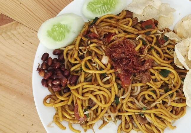 https: img.okezone.com content 2021 04 03 301 2388845 ragam-kuliner-kaya-rempah-khas-negeri-serambi-makkah-pernah-nyobain-Y2SiZBKhbi.JPG