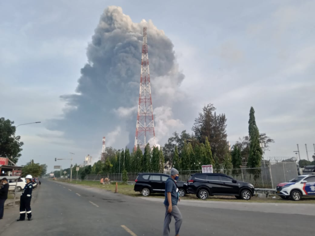 https: img.okezone.com content 2021 04 03 320 2388804 kerugian-pertamina-imbas-kebakaran-kilang-balongan-cek-4-faktanya-keCGmtFDoS.jpg