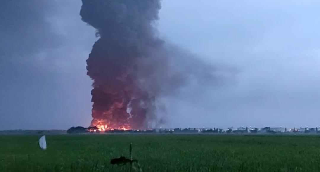 https: img.okezone.com content 2021 04 03 320 2388818 menteri-esdm-penyebab-kebakaran-tangki-kilang-balongan-masih-diinvestigasi-cecODmKugn.jpg