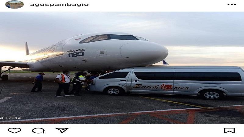 https: img.okezone.com content 2021 04 03 337 2388931 batik-air-jenis-neo-a320-cium-mesra-mobil-ground-handling-di-bandara-soetta-vjD1EK7eas.jpg
