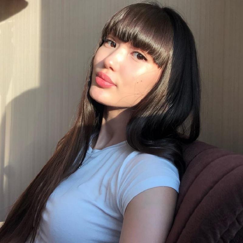 https: img.okezone.com content 2021 04 03 43 2388932 kena-silau-matahari-wajah-sabina-altynbekova-justru-makin-bersinar-cKkFdTaNfv.jpg