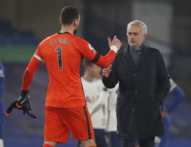 https: img.okezone.com content 2021 04 03 45 2388720 mourinho-sebut-tottenham-punya-kiper-terbaik-gak-perlu-beli-yang-baru-w5au12fIvC.jpg