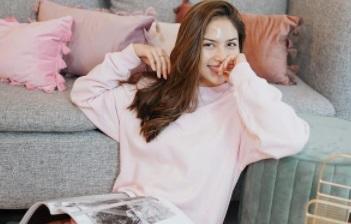 https: img.okezone.com content 2021 04 03 51 2388594 intip-kecantikan-jessica-mila-dan-antonella-roccuzzo-saat-kenakan-dress-Xh3gFRNqYl.jpg