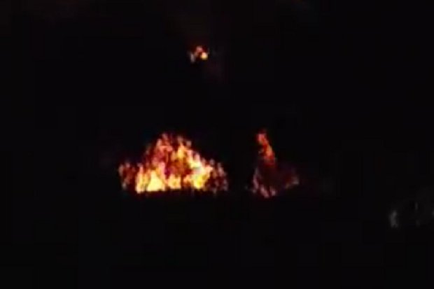 https: img.okezone.com content 2021 04 03 525 2388585 masih-nampak-asap-hitam-di-lokasi-kebakaran-kilang-minyak-bolangan-5bpxoaygRt.png