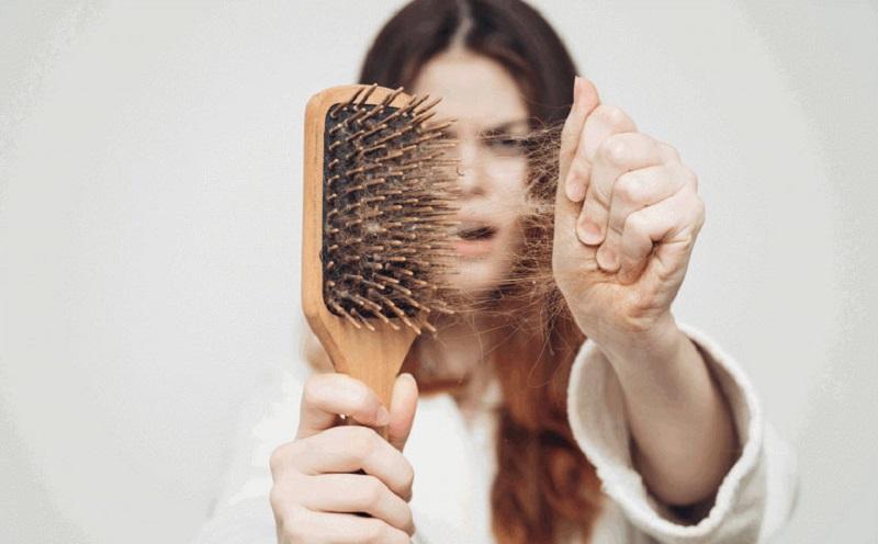 https: img.okezone.com content 2021 04 03 611 2388715 rambut-sering-rontok-coba-atasi-dengan-berbagai-bahan-alami-ini-yuk-z1zC5nEWEl.jpg