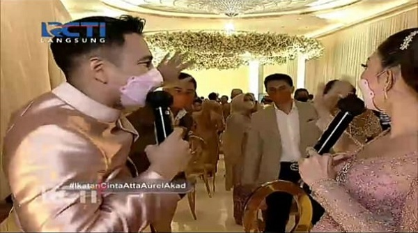 https: img.okezone.com content 2021 04 04 33 2389057 momen-pertemuan-raffi-ahmad-dengan-anak-anak-yuni-shara-di-pernikahan-atta-aurel-k9Wwe2O1Dy.jpg