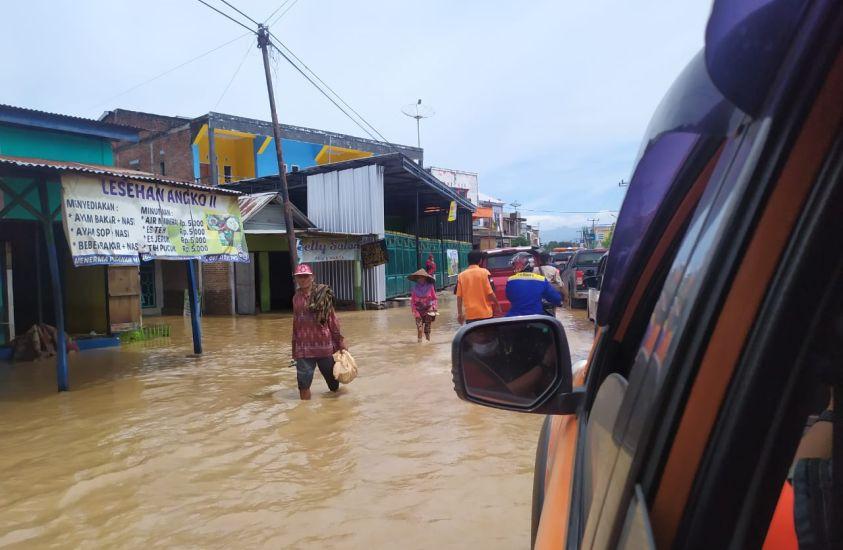 https: img.okezone.com content 2021 04 04 340 2389096 bendungan-4-kecamatan-meluap-9-245-kk-di-bima-terdampak-banjir-sKov6kocL2.jpg
