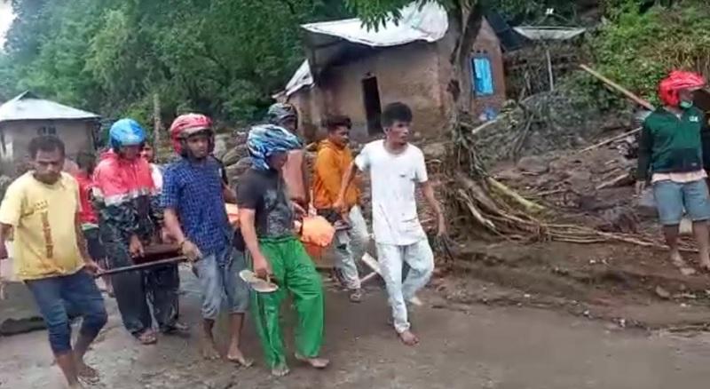 https: img.okezone.com content 2021 04 04 340 2389218 banjir-bandang-di-lembata-13-orang-meninggal-20-belum-ditemukan-DRO5XTWEcC.jpg
