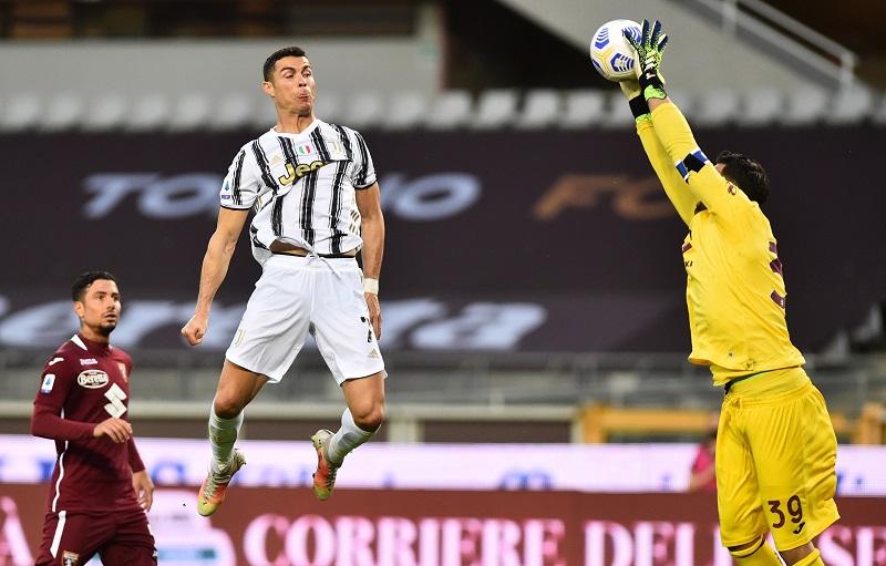https: img.okezone.com content 2021 04 04 47 2388986 daftar-top-skor-liga-italia-cristiano-ronaldo-dikejar-lukaku-4DBXv6Nqa6.JPG