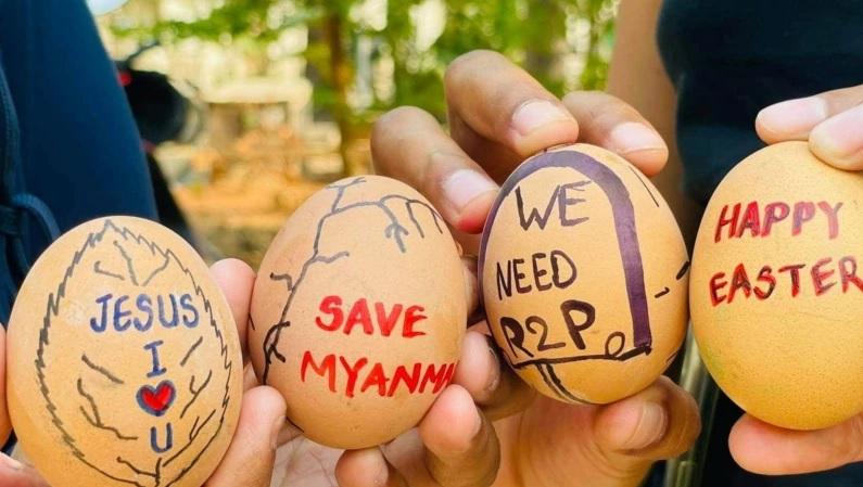 https: img.okezone.com content 2021 04 05 18 2389314 demonstran-anti-kudeta-militer-myanmar-buat-telur-paskah-dengan-simbol-perlawanan-osi8YtCMKg.jpg