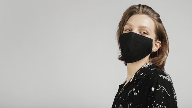 https: img.okezone.com content 2021 04 05 194 2389406 3-langkah-tampil-modis-saat-kenakan-masker-yuk-dicoba-VDZPQhICn6.jpg