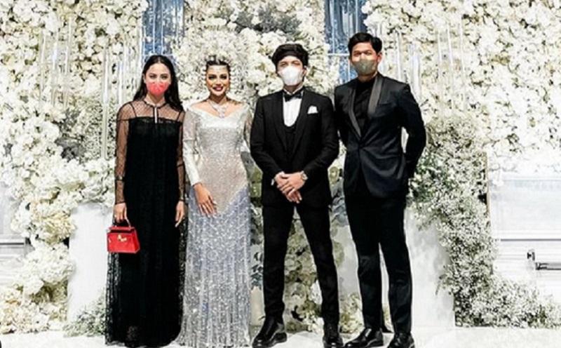 https: img.okezone.com content 2021 04 05 194 2389517 serasi-dengan-baju-navy-ibnu-jamil-dan-ririn-ekawati-tampil-menawan-di-pernikahan-aurel-whk9Q2Xxsh.jpg