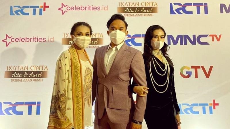 https: img.okezone.com content 2021 04 05 194 2389835 intip-gaya-ayu-ting-ting-pakai-outfit-nyaris-rp10-juta-di-pernikahan-aurel-f14QIJJEBv.jpg