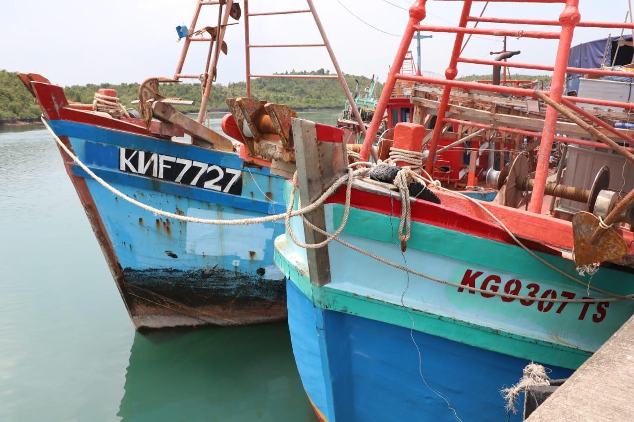 https: img.okezone.com content 2021 04 05 320 2389614 ri-tangkap-2-kapal-pencuri-ikan-berbendera-vietnam-di-laut-natuna-mAopJja2sk.jpg