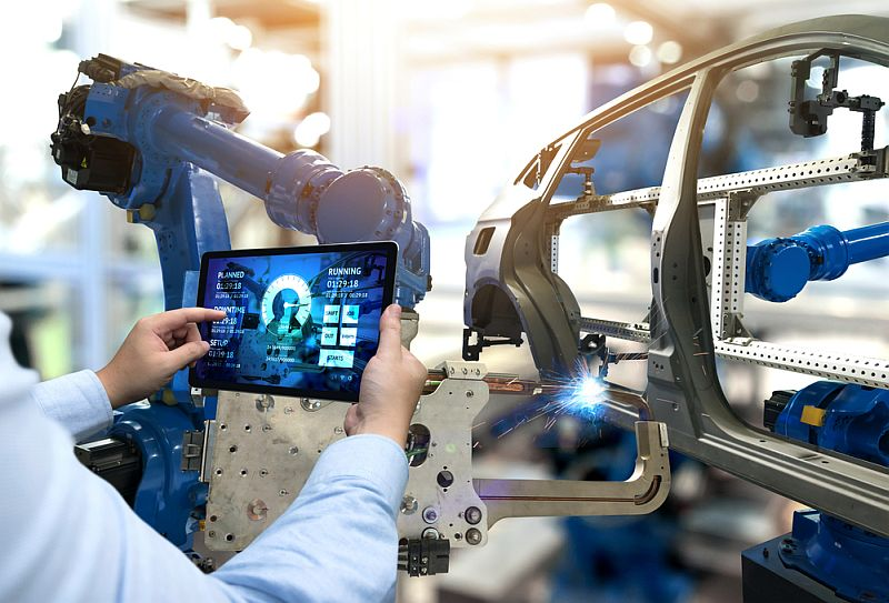 https: img.okezone.com content 2021 04 05 320 2389660 revolusi-industri-4-0-robot-gantikan-manusia-atau-banyak-serap-tenaga-kerja-QIfqIzz1P5.jpg