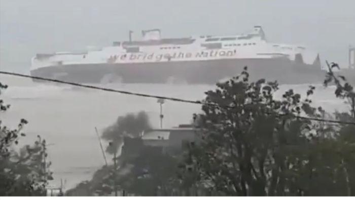 https: img.okezone.com content 2021 04 05 340 2389354 1-unit-kmp-tenggelam-di-pelabuhan-bolok-saat-hujan-deras-dan-angin-kencang-mZednRaoyE.jpg