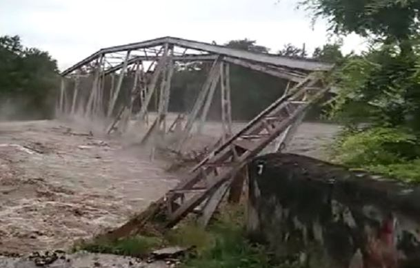 https: img.okezone.com content 2021 04 05 406 2389482 jembatan-bersejarah-yang-diresmikan-jenderal-ahmad-yani-ambruk-diterjang-banjir-NKcIUWgHg7.JPG