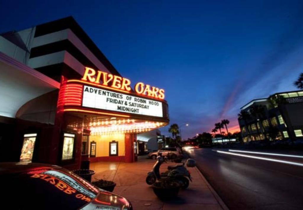 https: img.okezone.com content 2021 04 05 406 2389636 bioskop-bersejarah-berusia-82-tahun-tutup-selamanya-karena-corona-gPl0zB8XmJ.jpg