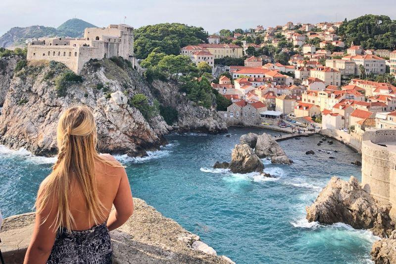 https: img.okezone.com content 2021 04 05 406 2389705 turis-asing-sudah-divaksinasi-bisa-liburan-ke-kroasia-tanpa-tes-covid-19-hHfBnB24Yp.jpg