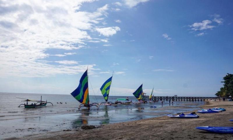 https: img.okezone.com content 2021 04 05 408 2389747 wisata-pantai-pasir-putih-situbondo-eksotis-bak-pulau-bali-dan-nusa-tenggara-pcKV4YAruB.jpg