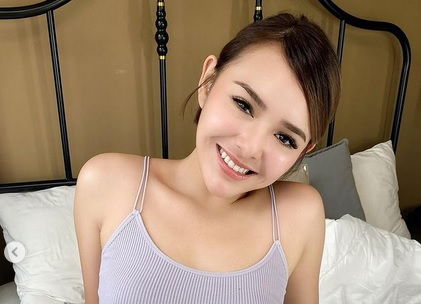 https: img.okezone.com content 2021 04 05 51 2389472 5-foto-memesona-amanda-manopo-busung-dada-seksi-mana-dibanding-georgina-rodriguez-uW0ytcGLDd.jpg