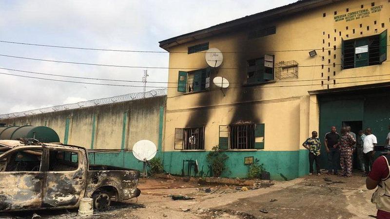 https: img.okezone.com content 2021 04 06 18 2390062 kelompok-bersenjata-serang-penjara-nigeria-lebih-dari-1-800-tahanan-melarikan-diri-0fPM1CcDDQ.jpg