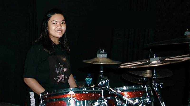 https: img.okezone.com content 2021 04 06 205 2390516 manggung-18-jam-drummer-muda-bunga-bangsa-pecahkan-rekor-muri-NzCvYLaK6G.jpg