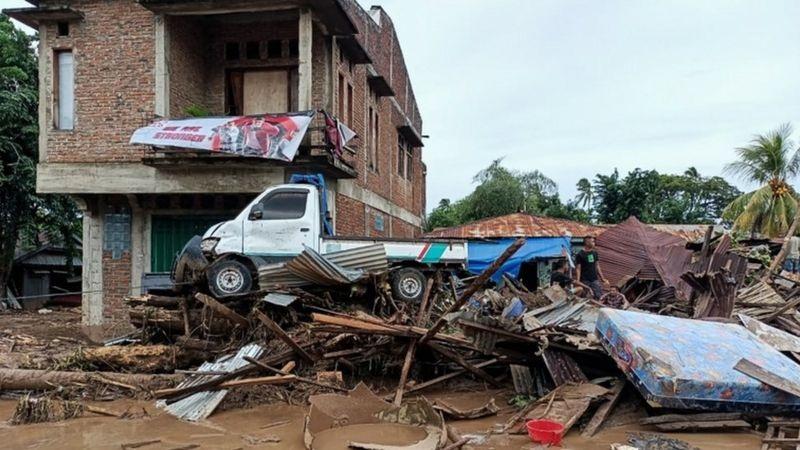 https: img.okezone.com content 2021 04 06 337 2389969 banjir-di-nusa-tenggara-timur-bencana-terbesar-dalam-10-tahun-68-meninggal-ribuan-orang-mengungsi-tlRA5PweWa.jpg
