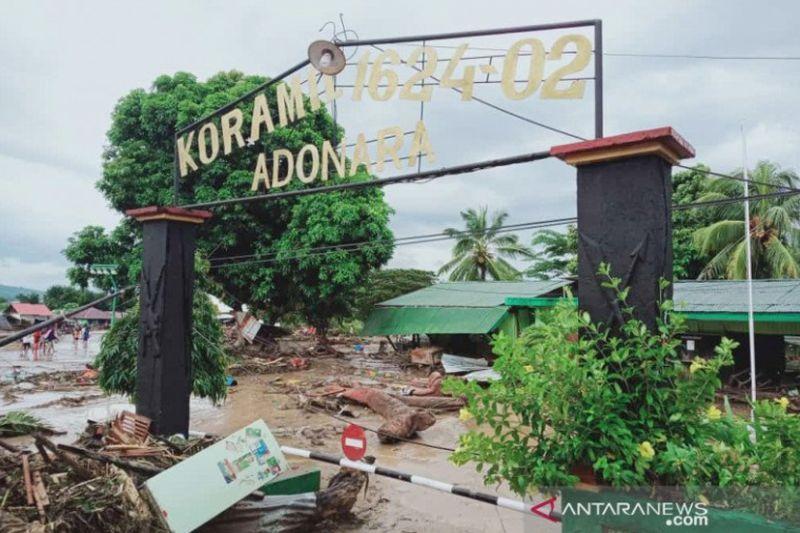 https: img.okezone.com content 2021 04 06 340 2389896 sejumlah-wilayah-di-ntt-masih-terisolasi-akibat-banjir-bandang-D20bN0RIlX.jpg