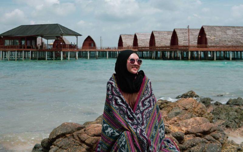https: img.okezone.com content 2021 04 06 408 2390308 deretan-tempat-wisata-di-lampung-ada-pulau-cantik-mirip-maldives-F18wiNuDeo.jpg